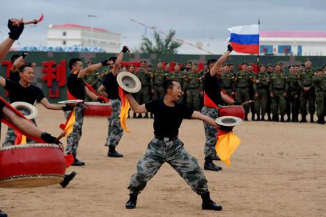 Berkat kerja sama dengan Tiongkok, Rusia dapat menekan beban ekonomi yang timbul akibat Perang Dingin baru melawan Eropa. Foto: AFP/East News