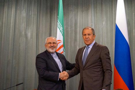 Menteri Luar Negeri Iran Mohammad Javad Zarif (kiri) dalam pertemuan di Moskow bersama Menteri Luar Negeri Rusia Sergey Lavrov. Foto: Flickr