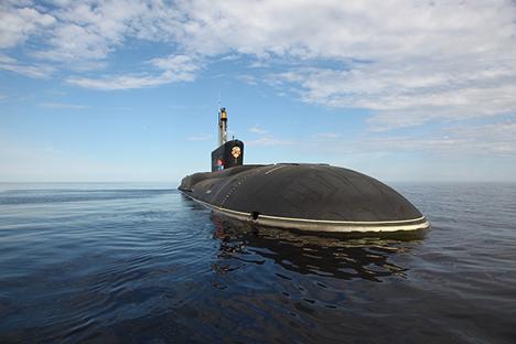 Kapal selam bertenaga nuklir peluncur rudal balistik Vladimir Monomakh milik Rusia telah berada di Laut Putih dan berhasil melakukan peluncuran rudal balistik antarbenua, rudal Bulava. Foto: RG