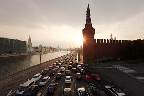 Menurut Direktorat Kepolisian Lalu Lintas Rusia, hingga 2014 terdapat 5,5 juta kendaraan yang terdaftar di Moskow. Foto: Getty Images/Fotobank