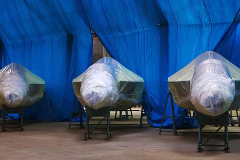 Pabrik pesawat Irkutsk akan meluncurkan dua sampel pesawat latihan ringan Yak 152. Foto: Sergei Mamontov/RIA Novosti