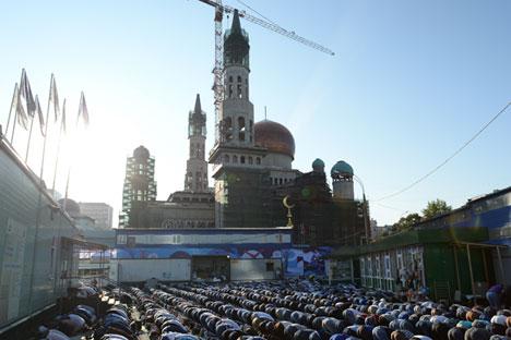 Organisasi-organisasi muslim menyatakan ketidakpuasannya karena hanya ada empat masjid di Moskow, sementara masjid yang paling besar di pusat kota Moskow sedang dibangun kembali. Foto: RIA Novosti