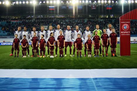 Pemain tim nasional sepak bola Rusia berfoto sebelum pertandingan kualifikasi UEFA Euro 2016 antara Rusia melawan Liechtenstein. Foto: Ramil Sitdikov/RIA Novosti