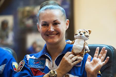 Kosmonot Badan Antariksa Federal Rusia Roscosmos Yelena Serova saat konferensi pers di Kosmodrom Baikonur sebelum peluncuran pesawat ruang angkasa Soyuz TMA-14M. Foto: Ramol Sitdikov/RIA Novosti