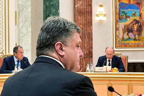 Layanan pers kepresidenan Rusia juga menjelaskan bahwa Putin dan Poroshenko telah menyepakati gencatan senjata sementara. Foto: Reuters