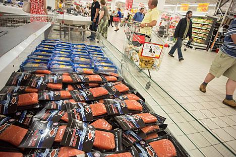 Jumlah kerugian yang dialami oleh negara-negara yang masuk daftar embargo di pasar Rusia diperkirakan mencapai 8,3 miliar dolar AS. Foto: Vostock Photo