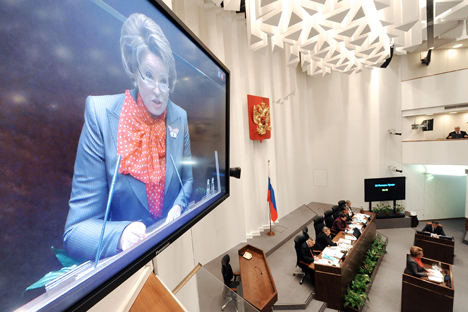 Praktik nyata di Rusia dan seluruh dunia menunjukkan bahwa dalam pemilihan umum, para perempuan lebih memilih untuk memberikan suaranya pada kandidat pria, bukan pada kandidat perempuan. Foto: Ilya Pitalev/RIA Novosti