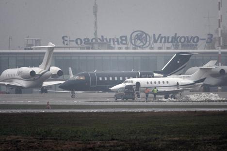 Komite Investigasi Federasi Rusia menyampaikan tubuh keempat korban kecelakaan sudah ditemukan dan kotak hitam pesawat Falcon pun telah diambil untuk diselidiki. Foto: Maksim Blinov/RIA Novosti