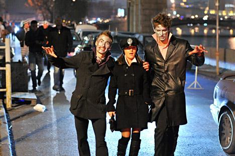 Di Rusia, Halloween juga dirayakan oleh orang Rusia dengan semangat yang sama, atau lebih tepatnya oleh generasi muda berusia 20-an yang gemar berpesta. Foto: Ramil Sitdikov/RIA Novosti