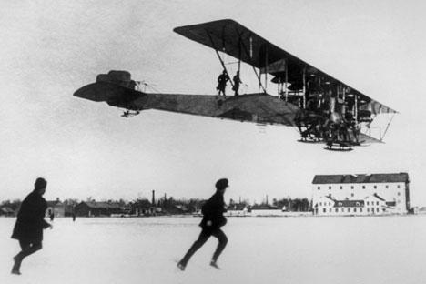Pada masa Perang Dunia I, para pencipta sistem penerbangan di Rusia tetap saja tak mampu meraih titel penguasa utama di udara karena adanya faktor ketergantungan industri pesawat terbang. Foto: TASS