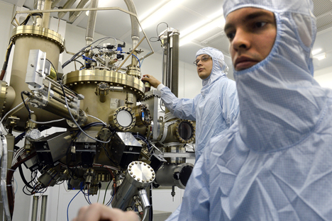 Dua orang mahasiswa dari National University of Science and Technology MISIS. Foto: ITAR-TASS