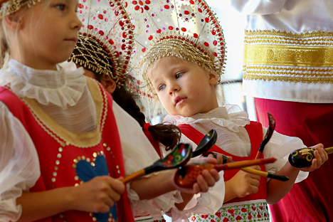 Beberapa pusat pendidikan kerajinan tradisional Rusia kini menerima mahasiswa asing untuk belajar di sana, namun mereka memberikan syarat mutlak yakni penguasaan bahasa Rusia. Foto: TASS