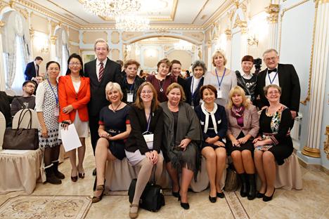 Para pemenang Kompetisi Internasional Pengajar Bahasa Rusia Terbaik di Luar Negeri. Foto: Press photo