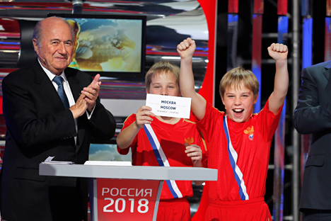 Presiden FIFA Joseph Blatter mengajukan tuntutan pidana ke Kejaksaan Swiss dengan membawa hasil laporan Michael Garcia mengenai prosedur pemilihan tuan rumah Piala Dunia 2018 dan 2022. Foto: AP