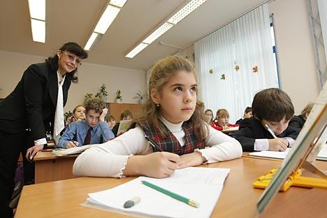 Beberapa guru Rusia yang diwawancarai RBTH mengaitkan kemerosotan kualitas pendidikan sekolah dengan alasan-alasan di atas serta pengenalan sistem Single State Exam—Ujian Nasional (SSE) pada 2009. Foto: RG