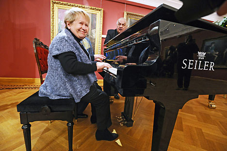 Pakhmutova telah menulis (dan di usianya kini yang ke-84 terus menulis) lebih dari 400 lagu, yang sepertinya tidak pernah termakan waktu.