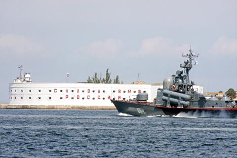 Berdasarkan rencana, kapal frigat seri pertama Admiral Essen akan datang ke Armada Laut Hitam Rusia menjelang akhir tahun depan. Foto: TASS