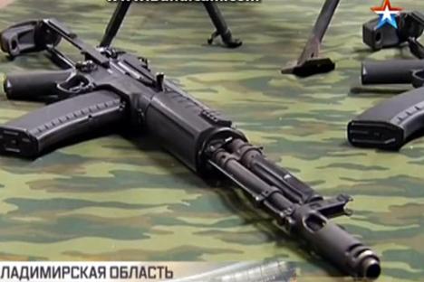 Senjata ini dapat menggunakan dua ukuran peluru yang paling sering digunakan di Rusia, yakni kaliber 5,45 dan 7,62. Sumber: Stasiun TV Rusia Zvezda