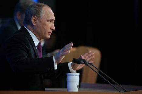 Presiden Rusia Vladimir Putin kembali menggelar konferensi pers rutin di hadapan wartawan Rusia dan wartawan asing pada Kamis (18/12). Foto: Konstantin Zavrazhin / RG