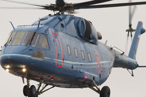 Berbeda dengan prototipe sebelumnya, prototipe keempat helikopter multifungsi Mi-38 ini memiliki sistem bahan bakar yang tahan guncangan dan jendela helikopter yang lebih besar. Foto: RIA Novosti