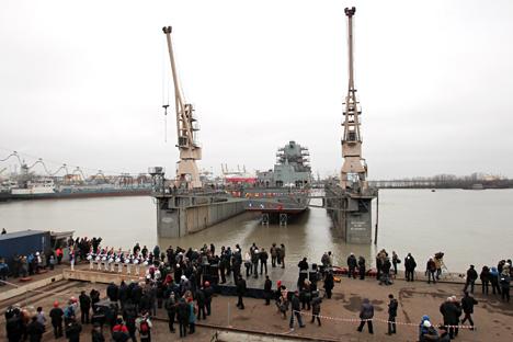 Kapal fregat Admiral Gorshkov adalah kapal utama dalam proyek 22350. Kapal tersebut telah menjalankan uji coba pabrik pada 2014 dan akan segera bergabung dengan Angkatan Laut Rusia tahun ini. Nikolay Shestakov, RIA Novosti