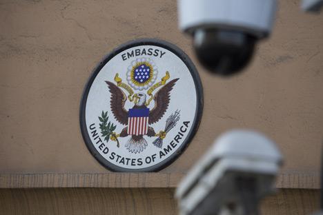 Uni Soviet menghadiahkan sebuah replika Segel Agung untuk Kedutaan AS di Moskow. Pajangan tersebut sangat indah sehingga Duta Besar AS tak kuasa menolaknya. Foto: Gennady Khamelianin / TASS
