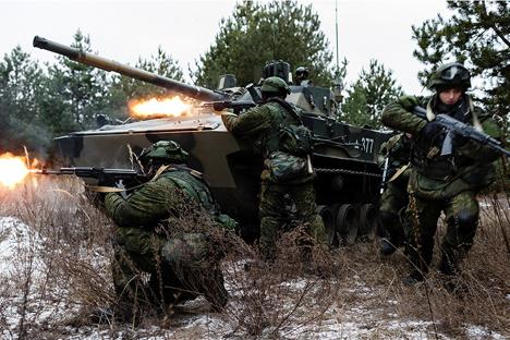Setiap warganegara mana pun dapat masuk ke dalam angkatan bersenjata Rusia.