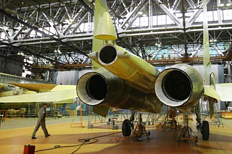 Pesawat Su-30 di pabrik Irkutsk. Foto: Alexandr Kryazhev/RIA Novosti