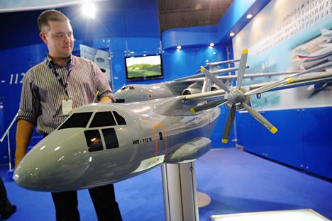 Pesawat angkut militer baru ini akan sepenuhnya dibuat menggunakan komponen domestik. Kredit: TASS