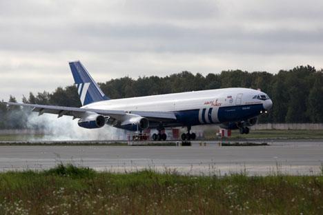 Pesawat tanker versi terbaru ini dapat mengangkut lebih dari 65 ton bahan bakar sejauh 13 ribu kilometer. Foto: TASS