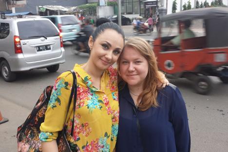 PT Enjoy Your Life didirikan oleh Julia Shishiskina (kiri) dan Anna Glagoleva, dua orang warga Rusia yang jatuh cinta pada Indonesia. Foto: Enjoy It.