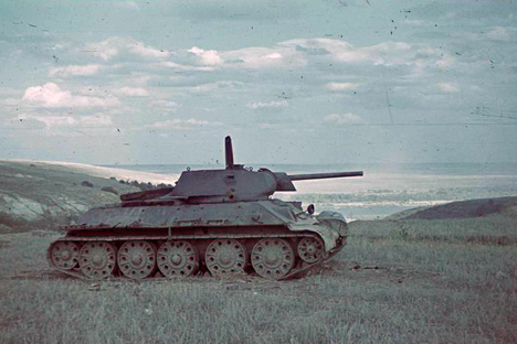 Man caught red-handed trying to export T-34 tank out of Russia.