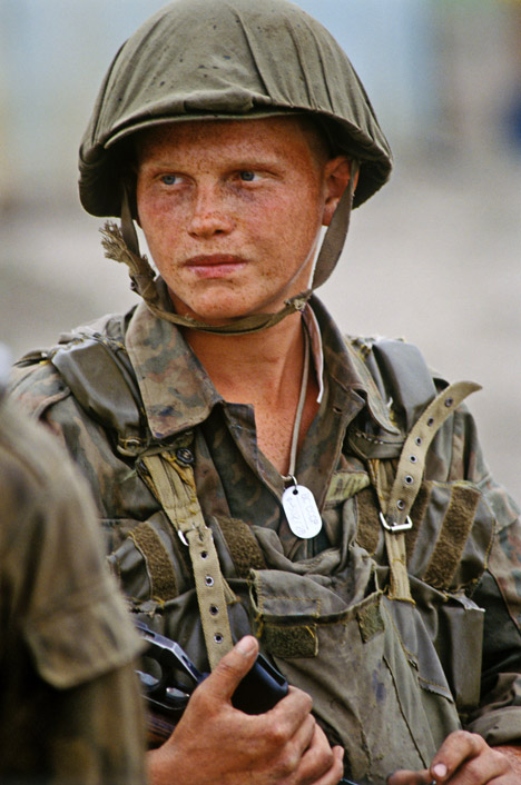 Tentara Rusia, Chechnya, 1996. Foto: Igor Mikhalev / RIA Novosti