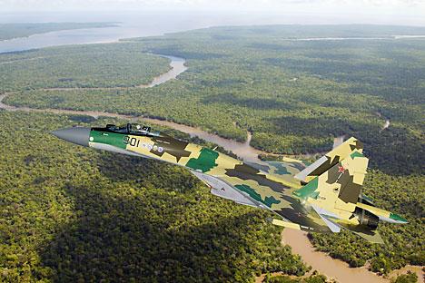 Pesawat Su-35 Super Flanker, yang diincar oleh AU Indonesia, tentu saja lebih canggih. Sukhoi mengklasifikasikannya sebagai pesawat generasi ke-4++, yang berada tepat di bawah pesawat siluman generasi kelima. Foto: Sukhoi.org