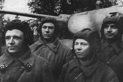 Dmitry Lavrinenko, prajurit Tentara Merah yang telah dinobatkan sebagai Pahlawan Uni Soviet, seorang pengendara tank yang paling produktif sepanjang perang berlangsung. Foto: Wikipedia