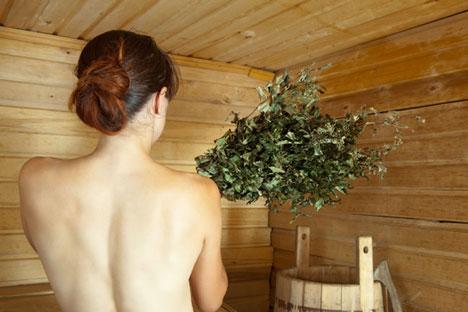 RBTH berhasil mencari tahu mengenai tradisi tak lazim apa saja yang masih dilakukan di pemandian uap Rusia. Foto: Lori/Legion Media