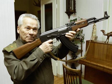 Mikhail Kalashnikov, sang pencipta senapan Kalashnikov. Foto: RIA Novosti