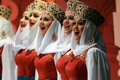 Paduan Suara Pyatnitsky dalam sebuah penampilan di Bolshoi Theater. Foto: Vladimir Pesnya/RIA Novosti