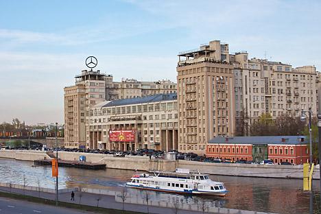 """""""House on the Embankment"""" dapat ditemukan di Jalan Serafimovich No. 2, Moskow. Foto: Lori/Legion Media"""