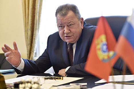 Wakil Menteri Luar Negeri Rusia Bidang Perlawanan Terorisme Oleg Syromolotov selama wawancara. Foto: Gleb Shelkunov/Kommersant