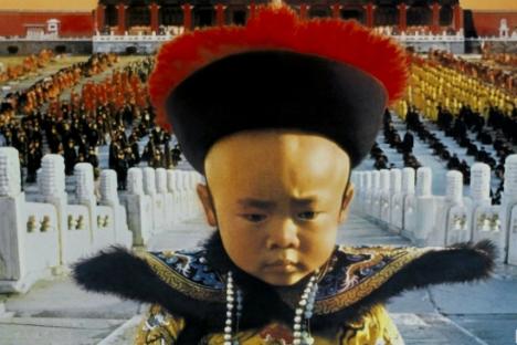 """Sebuah gambar fragmen dari """"The Last Emperor"""" (Kaisar Terakhir). Film Bernardo Bertolucci ini mengenalkan penonton Barat dengan kehidupan Pu Yi."""
