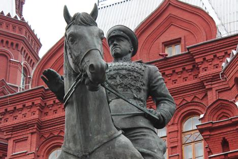 Паметник на маршал Жуков.
