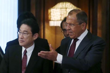 ロシアのラブロフ外相と日本の岸田外相、2015年9月21日