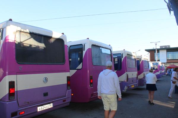Bus-bus antarkota di Zh/D vokzal kota Simferopol. Foto: Fauzan Al-Rasyid