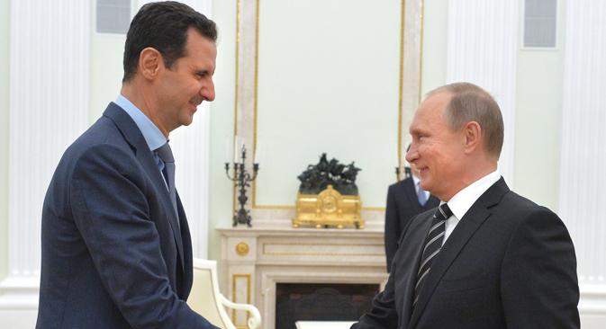 Presiden Rusia Vladimir Putin (kanan) dan Presiden Suriah Bashar al-Assad selama pertemuan di Kremlin. 20 Oktober 2015.