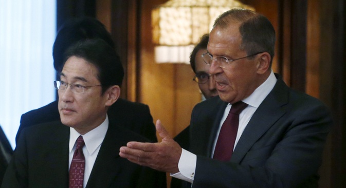 Russian Foreign Minister Sergei Lavrov (R) gestures to his Japanese counterpart Fumio Kishida ahead of their meeting in Moscow, Russia, September 21, 2015.