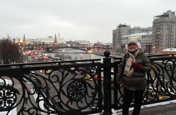 Wartawan Elshinta Dewi Rusiana saat berkunjung ke Moskow.