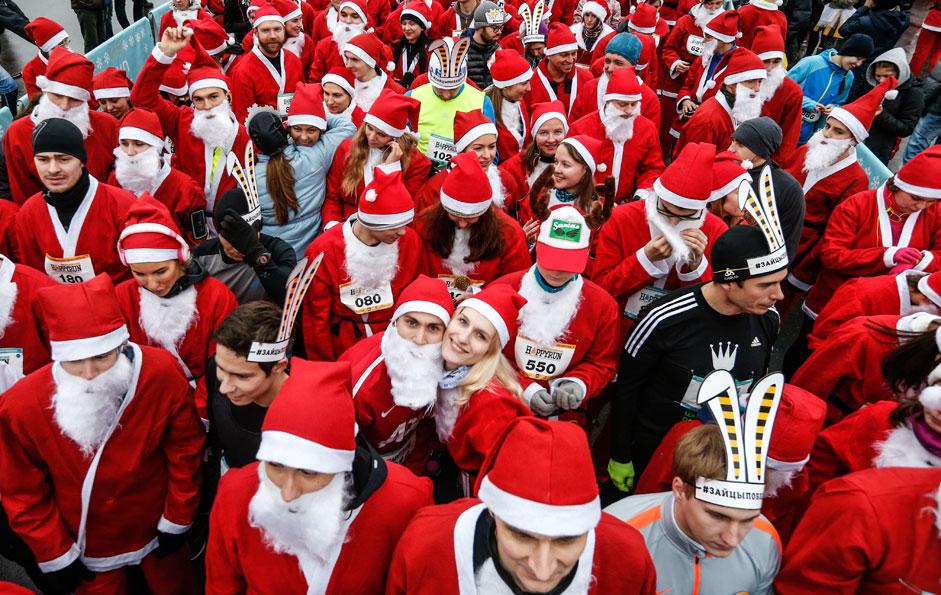 Участниците в благотворителното надбягване на Дядо Мразовците Happy Run пред старта.