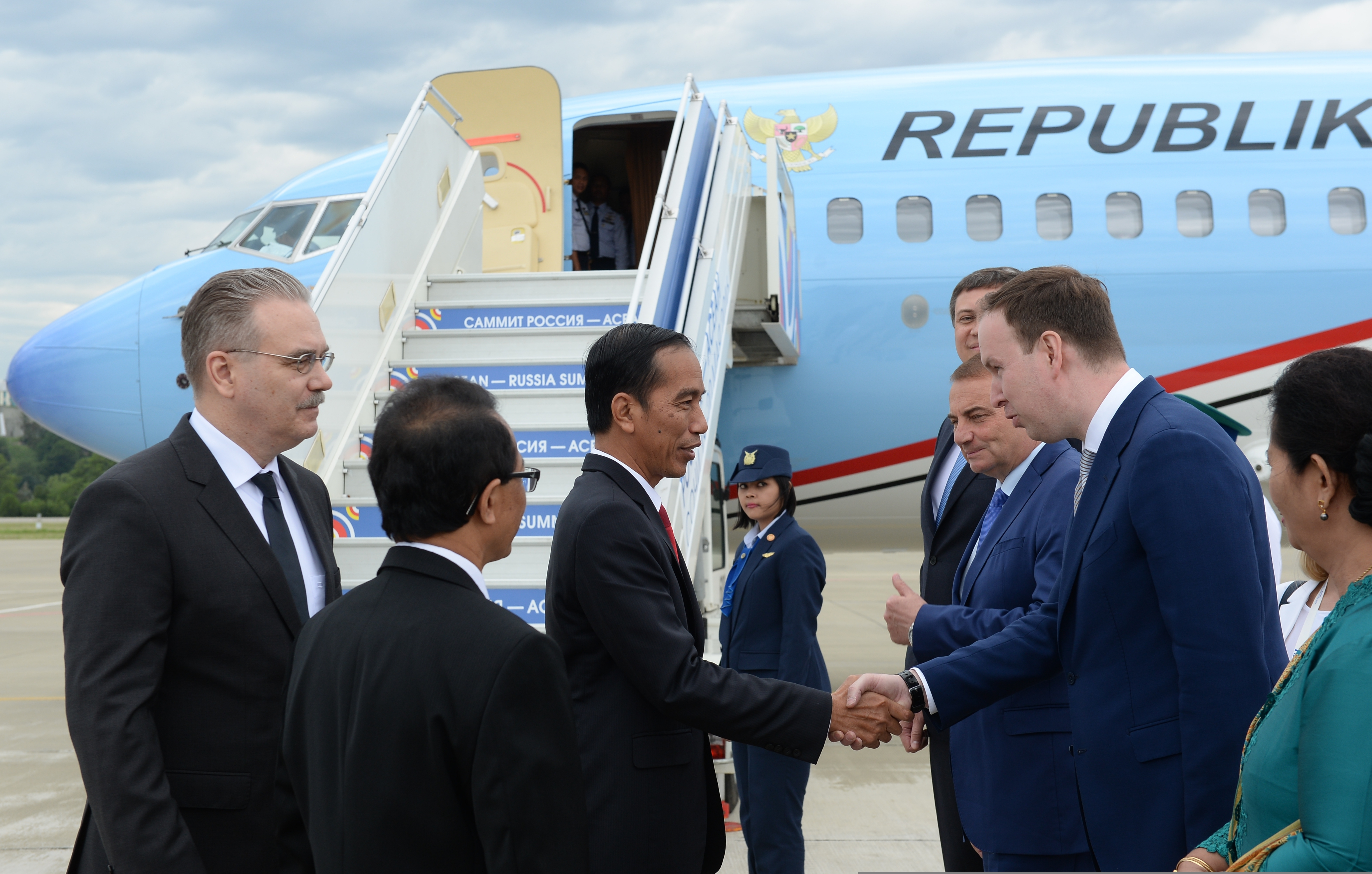 Presiden RI Joko Widodo beserta rombongan tiba di Sochi, Rusia, Rabu (18/5) pukul 14.35 waktu setempat atau pukul 18.35 WIB.