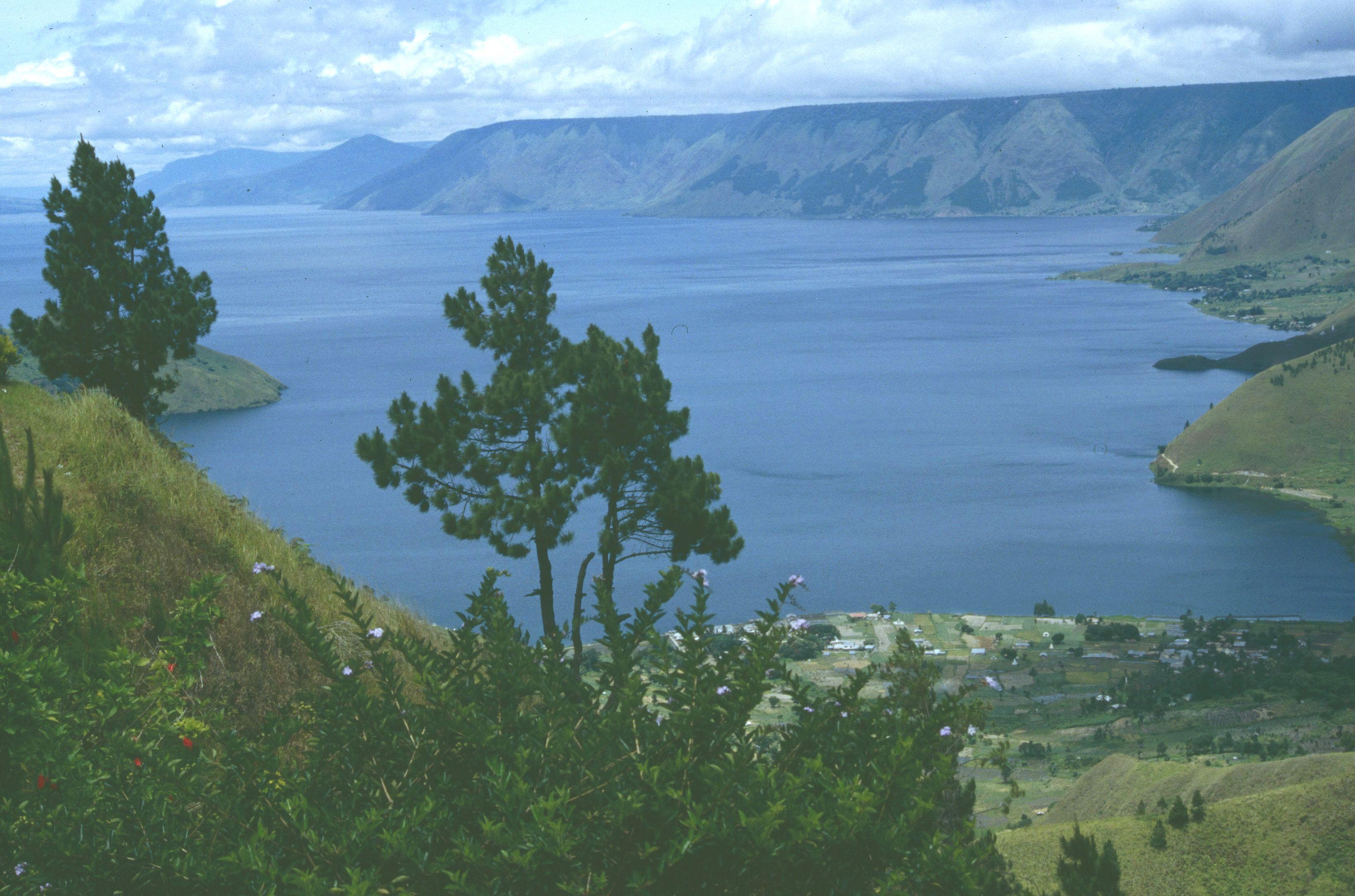 Danau Toba yang kita kenal saat ini merupakan danau tekto-vulkanik terbesar di dunia yang terbentuk sekitar 75 ribu tahun lalu.